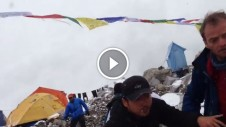 avalanche hits Everest base camp nepal earth quake 2015