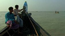 Resilient Bangladesh: Fishermen cope with rougher seas